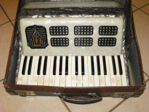 FRONTALINI 48 BASS PIANO ACCORDION 2