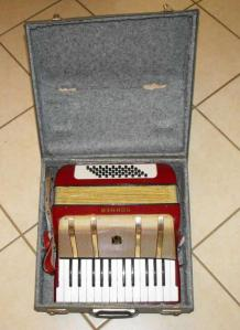 HOHNER STARLET 40 PIANO ACCORDION 1