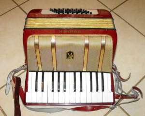 HOHNER STARLET 40 PIANO ACCORDION 2