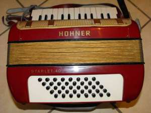 HOHNER STARLET 40 PIANO ACCORDION 3