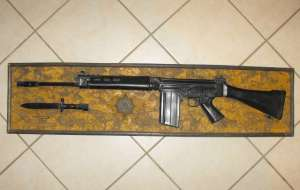 SOUTH AFRICAN POLICE R1 RIFLE PLAQUE