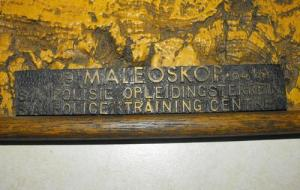 1984 South African Police Maleoskop Training Centre R1 Rifle Resin Wood Plaque 2