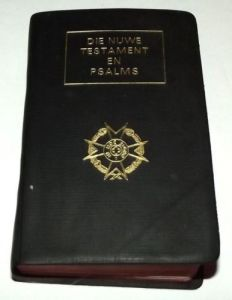 1982 South Africa SADF Chaplain Service Afrikaans Language Pocket Bible