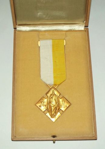 Catholic Benemerenti Medal Issued by the Pope 3